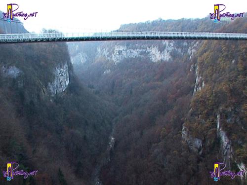 Puente de Crarles-Albert desde el puente Caquot entre Curseilles y Allonzier-La.Caille